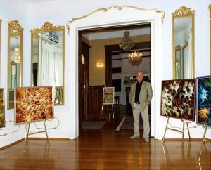 Валерий Лашин на выставке в Русском культурном центре, Вашингтон, 2000г.